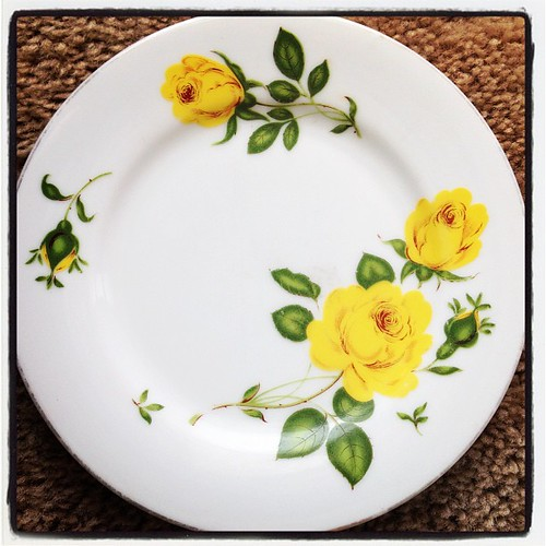 My 20 cent noritake opshop find. Yellow roses are my favourite.