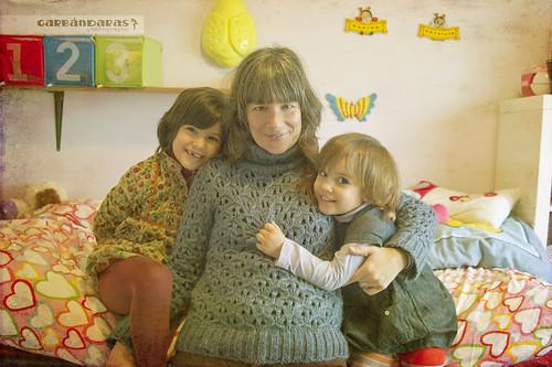...tres chicas sonrientes...*3/52*.. by Garbándaras