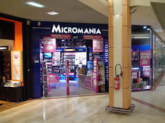 Totem espace ps vita micromania