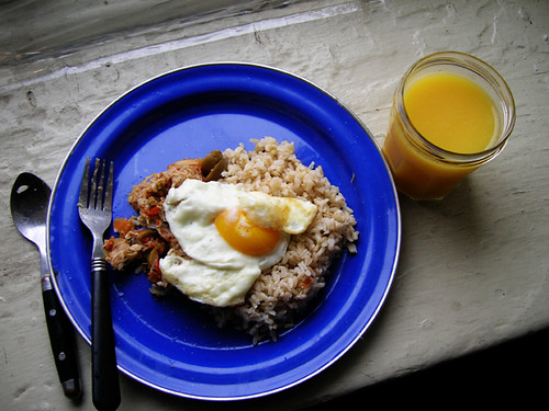 1/21/2012 slow chicken with lemon and olives, brown rice, fried egg & OJ