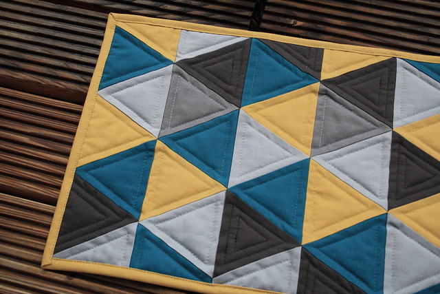 triangle mini quilt, sideshot