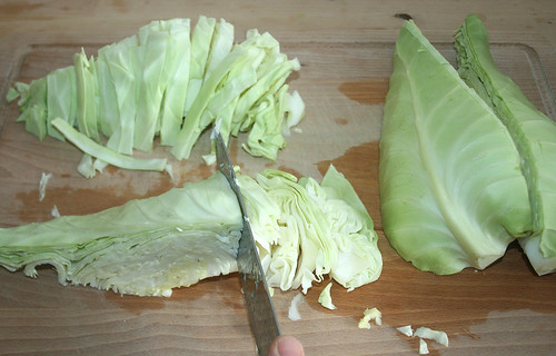 13 - Kohl in Streifen schneiden / Cut cabbage in slices