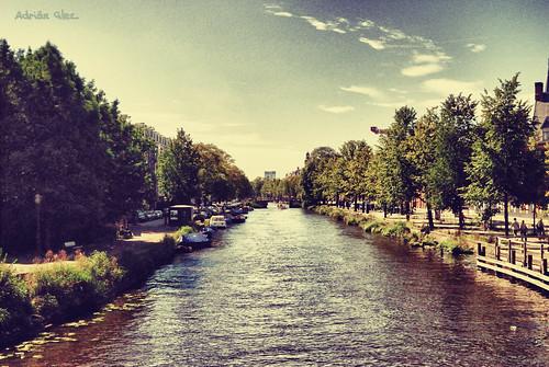 Canal de Jacob van Lennepkade, Amsterdam, Holanda