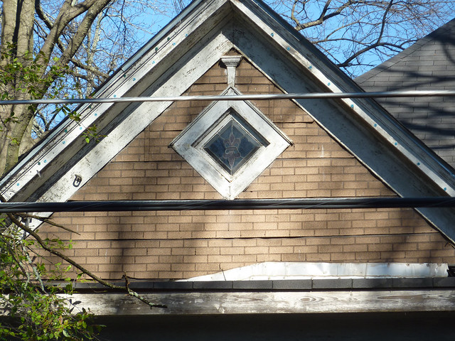 P1040339-2012-01-24--356 Ormond-St-SE-before-gable-diamond-window-leaded-glass-full