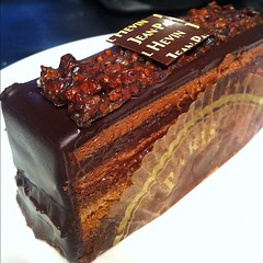 chocolate cake, baked goods, sachertorte, produce, food, chocolate brownie, chocolate, praline,