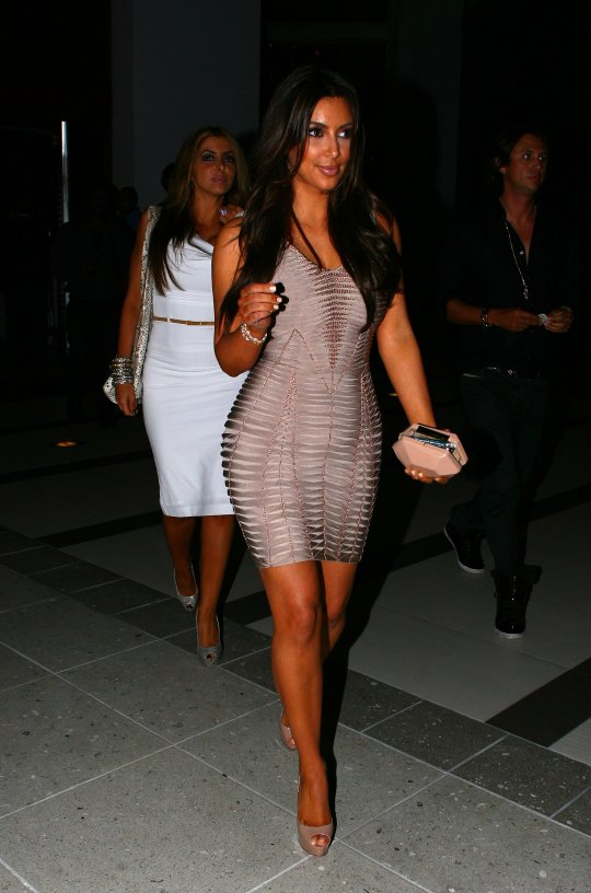 Kim Kardashian nude pink dress (7)