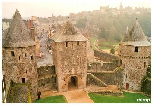 3 tours du chateau de Fougères