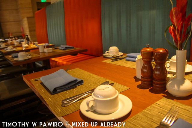 Philippines - Manila - Dusit Thani - Basix - The table