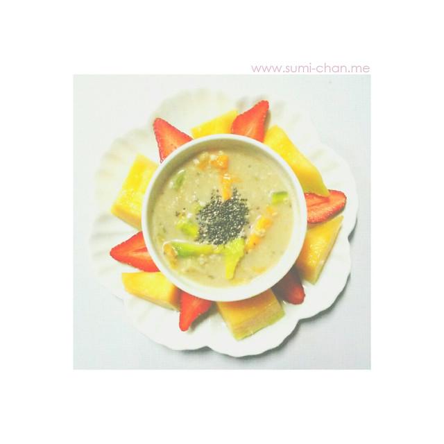 Avocado-mango-oatmeal-almond milk mash with chia seeds