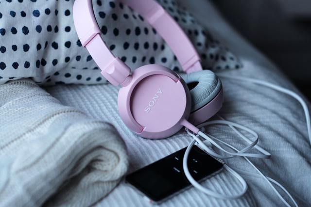 sonyn vaaleanpunaiset kuulokkeet