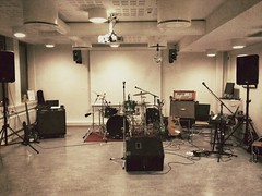 skin-head percussion instrument(0.0), percussion(1.0), room(1.0), studio(1.0), drums(1.0), drum(1.0), recording(1.0),