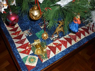 flying geese tree skirt in use