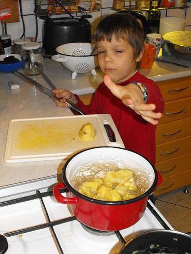 Ins Wasser mit den Kartoffeln