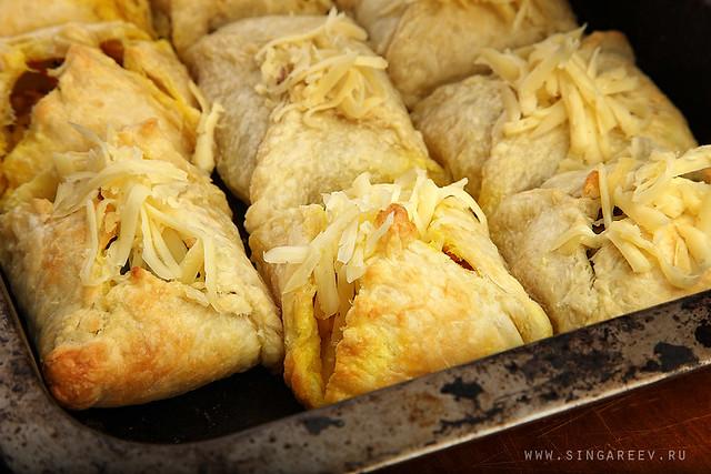 Слоеные пирожки в духовке рецепт фото