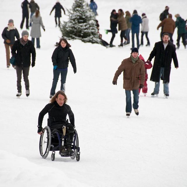 Patin en chaise roulante au parc lafontaine flickr for Basketball en chaise roulante