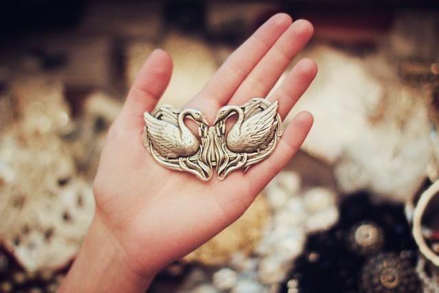 Dara Muscat - Пряжка с лебедями