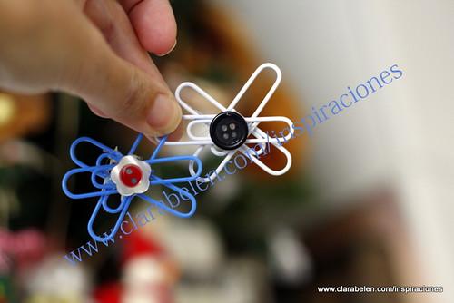 Manualidades con reciclaje: adornos de Navidad con clips y botones