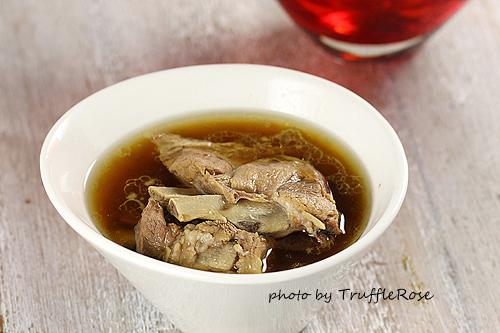 華洋夫妻連續三天的晚餐。肉骨茶和荷蘭大肉丸-111222