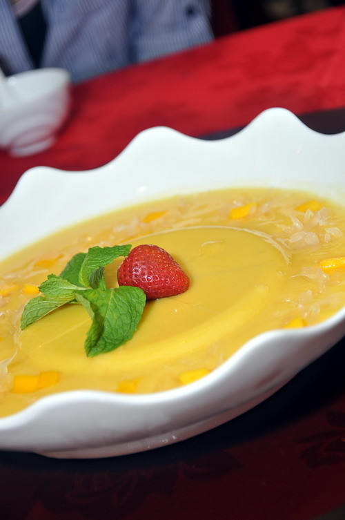 Mango Sago Cream with Pomelo and Mango in Pudding