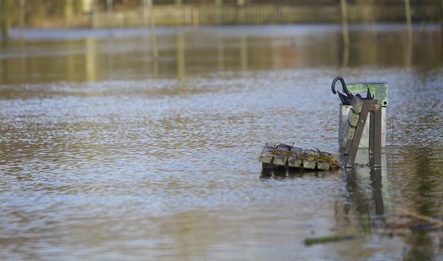 Bank unter Wasser