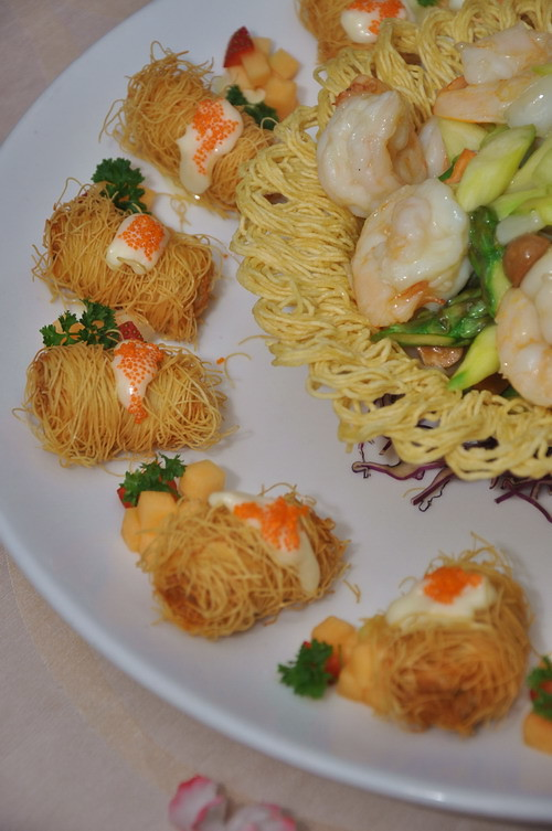 Stir fried Prawn with seasonal green and scallop roll 3