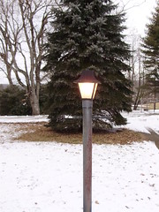 Love this lamp post out in the front yard