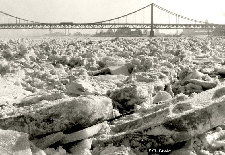 Rhin gelé durant l'hiver 1942