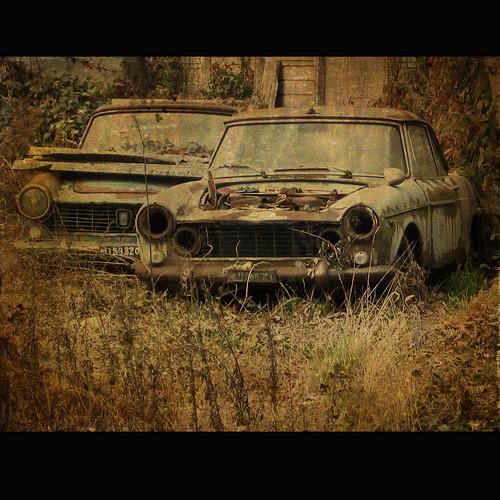 Auto d'epoca abbandonata by *Caran*