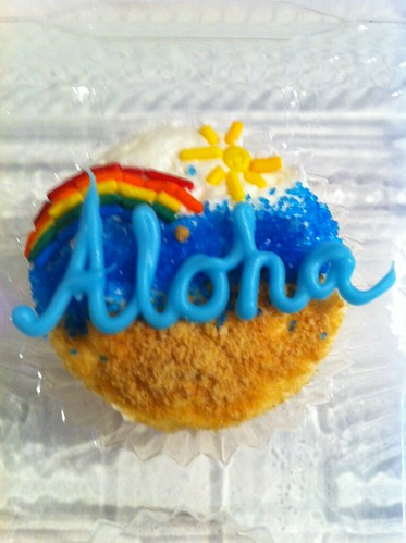 Aloha, Hello Kitty and shaved ice cupcakes by Angel Cakes