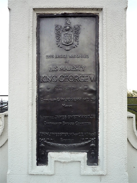 Photo of George V black plaque