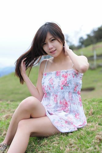 [フリー画像素材] 人物, 女性 - アジア, ワンピース・ドレス, 台湾人, 女性 - 座る ID:201112021400