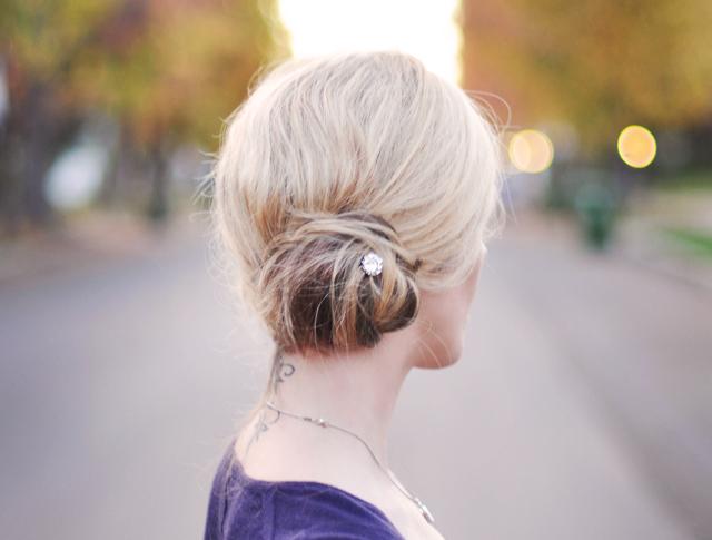 easy side bun - 5 minute holiday hair