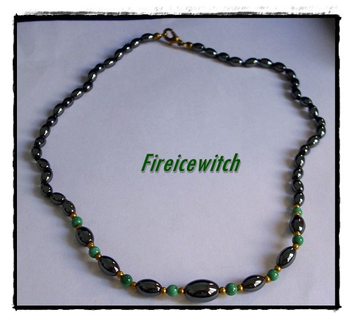 Collar gris y verde by fireicewitch