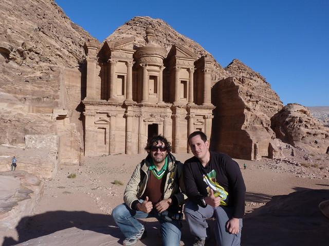 Sele y Albert Merino en el Monasterio de Petra