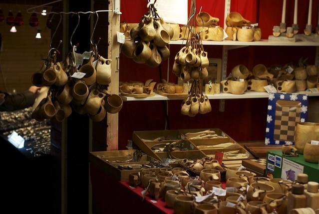 Puesto de objetos tallados en madera