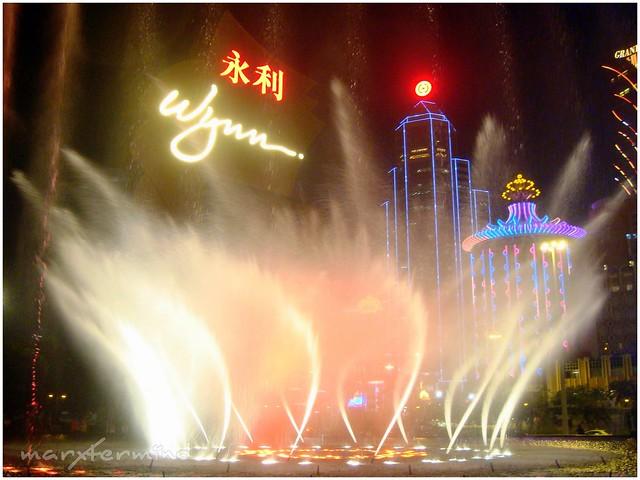 Wynn Hotel Fountain Show (1)