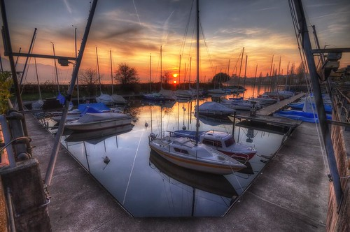 sunset sky sun lake water port canon photography eos schweiz switzerland harbor soleil boat photo eau suisse swiss coucher lac sigma wideangle ciel 7d 1020mm bateau léman hdr voilier cully photomatix philippesaire