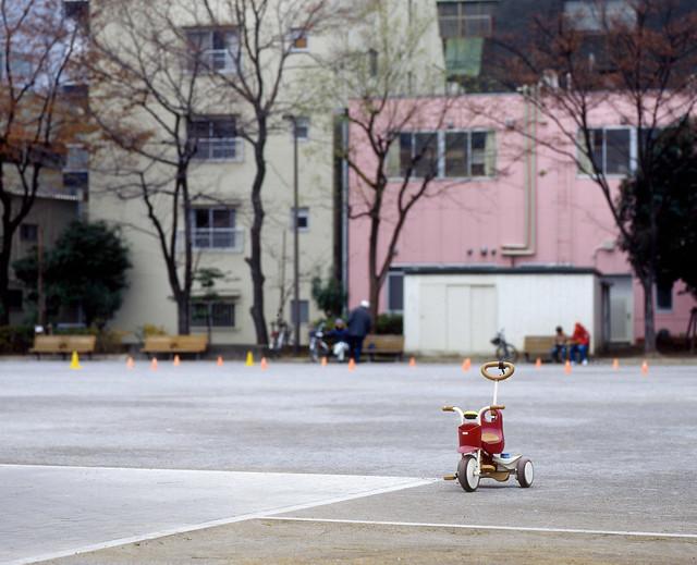 広場の三輪車