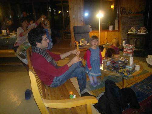 Cassie joue au playmobil avec Osvaldo by ngoldapple