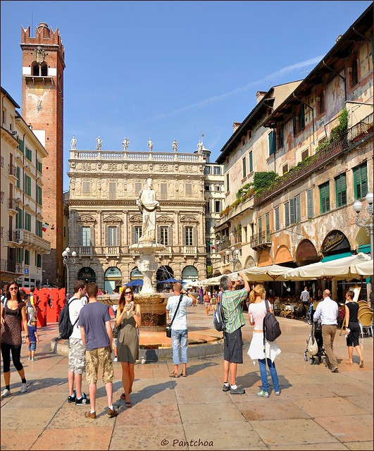 Garden La Piazza: Piazza Delle Erbe Is A Square