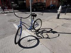 木, 2010-12-02 11:30 - よくみかけた自転車 French Quarter, New Orleans