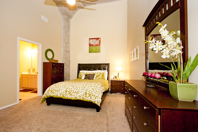 1_masterbedroom_1