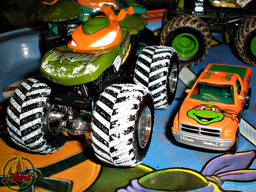 """ Hot Wheels "" Monster Jam ' Teenage Mutant Ninja Turtles ' 1:64 Monster Trucks - Michelangelo {  MUD TRUCKS tire treads & HOLIDAY EDITION } iv / with Racing Champions ""Street Wheels"" diecast 1:64 scale - 'Teenage Mutant Ninja Turtles' 5 pack :: 1996 Dodge"
