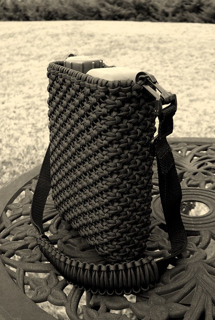 Paracord canteen cover, finally finished...