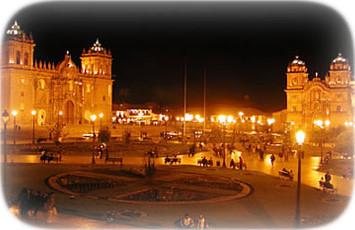 plaza-mayor-de-la-cuidad-del-cusco-de-noche