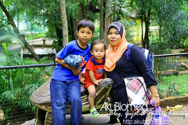 Gambar bersama Abang long, Baby Aslah dan emak.