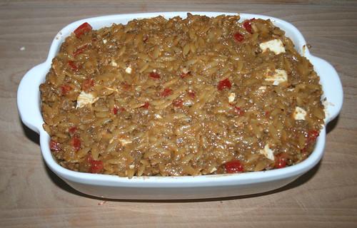 31 - Mit Schafskäse mischen und in Auflaufform geben / Mix with feta and add to casserole