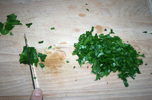 25 - Petersilie schneiden / Cut parsley