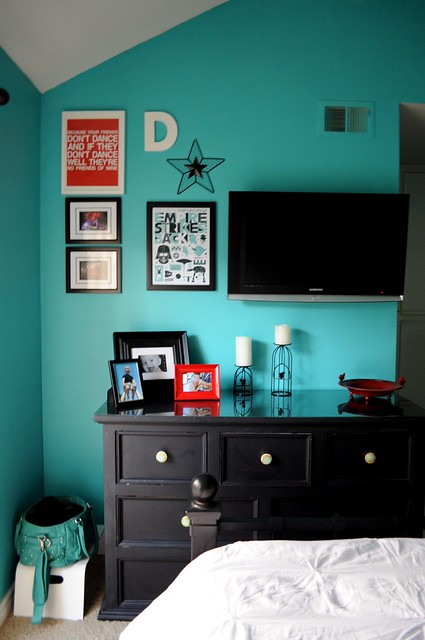 Aqua and Red Bedroom Makeover