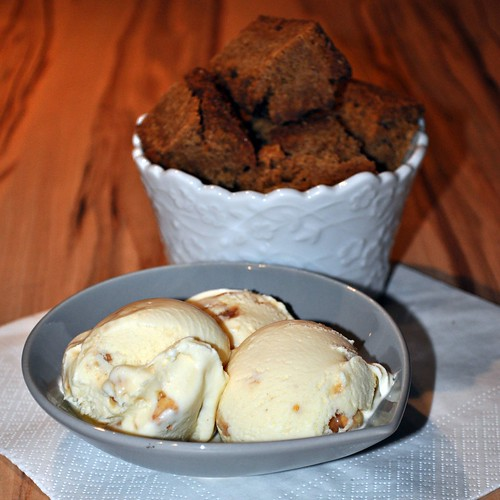 [The Secret Recipe Club] – Butterscotch Brownies and Salted Caramel Ice Cream